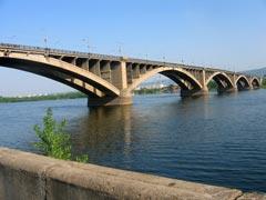 Мост через енисей, вид с юга. Фото Петра Малахина, 2006г.