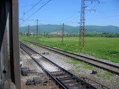 Железнодорожное полотно между Слюдянкой-2 и Слюдянкой-1, здесь, вероятно, начинается ответвление на КБЖД. Фото Петра Малахина, 2006г.